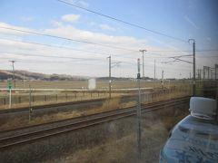 仙台から6駅目の岩沼で、列車は東北本線から離れて常磐線に入ります。