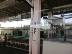 元の位置より内陸方向に移設され、高架駅として復旧した山下駅。 ここで、仙台方面行きの普通電車(E721系)と行き違いました。