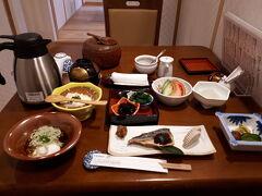 宿の朝食です。