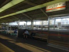富士宮駅に到着。 自由席では、ここで降りる客も多かった。