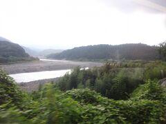 そして、この先しばらくは左側に富士川が見える区間が多い。