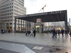 <ポツダム広場駅> 17:00  絵画館の最寄り駅は、DBのポツダム広場駅。 ここは明日のベルリンマラソンのコースになっています。  苦しい38km付近。 でもあと残り4kmだと思うと元気になれる場所です!