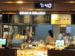 朝ごはんは、伊丹空港のDean&Delucaカフェ