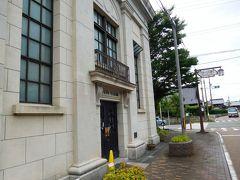 今津ヴォーリズ資料館。1923年(大正12年)、百三十三銀行今津支店として、ヴォーリズ建築事務所の設計により建設された建物。 前の通りは、「ヴォーリズ通り」