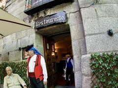 【マドリードの街並み】  そのアヒージョ店「おじいちゃんの家」という名前でしたが、その隣も、その近くも....おじーちゃんばかり...