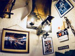 【Mesón del Champiñón(メソン・デル・シャンピニオン)】  有名店なので、たくさんの「栄光」が掲げられています...