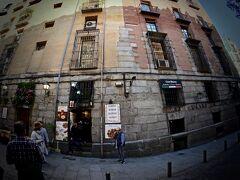 【Mesón del Champiñón(メソン・デル・シャンピニオン)】  この辺も、恐らく建物の趣を見ますと.....