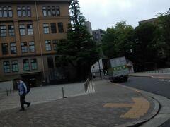 早稲田大学キャンパス前で待ち合わせした長男をピックアップして
