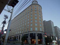 この薄い建物は? オーセントホテル小樽でした