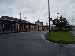 「安中駅」10:40通過。 雲が厚く雨交じりの天気です。今日のコースの前半は傘が必要です。