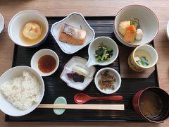 朝食は和食でした。和食はモノレールを降りたところにあるミュージアム棟のレストランで食べることができます(洋食はさらにバスに乗ってテラス棟に行く必要があります)。  品数も多く、上品な味でおいしかったです。