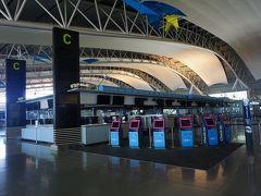 ●関西国際空港 第一ターミナル  勿論、人気もなく…。