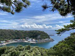 波浮港見晴台。  このあと目の前の港に移動。