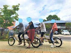 娘一家は、貸自転車でサイクリングを楽しむ。