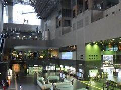 JR京都駅 古都にそぐわない近代的な建築。