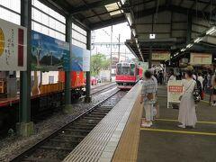 折り返しとなる電車が3両編成で入って来ました。