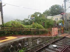次の彫刻の森駅まではわずか700mほど。 この駅で意外に多くの下車客がありました。