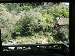 その後、1泊目のお宿「妙見石原荘」さんにやってきました。 ロビーから見える景色が美しい。