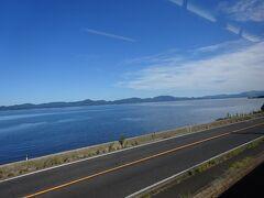 宍道湖のほとりを走る区間。