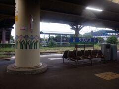 鳥栖駅、ここから長崎本線に入ります、交通の要衝。鳥栖スタジアムが駅前にあります。久光製薬は本社が鳥栖だったりもします。