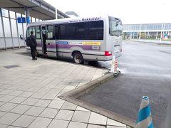 空港から送迎車でスカイレンタカーの事務所へ。 そして富良野・美瑛方面へ出発です。