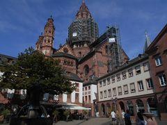 随分、脇道に逸れてしまいましたが、町歩きの続き、、、  ルードヴィッヒス通りを真っすぐ進み、マルクト広場に向かいます。  大聖堂に到着 現在一部修復工事中