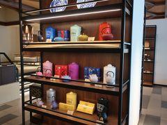 「フロント」近くに「TWG」も売っているー!。  しばらくシンガポール行けないから、日本で買うのも良いかもねー。