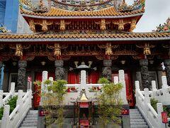 関帝廟にお参り。 まだ人が少なく静かです。