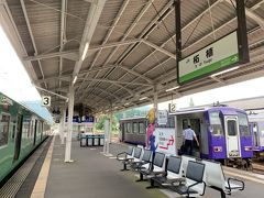 """草津線の終点の柘植駅からは、お隣のホームで待っていた、関西本線に乗り換えます。 関西本線なのに一両編成のディーゼル列車! """"本線""""感はあんまりナイねー。"""
