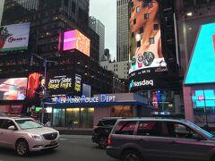 徒歩3分ほどでタイムズスクエアに。NYPDが相変わらずかっこいい。
