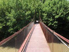 アセノフの外れにある吊橋。