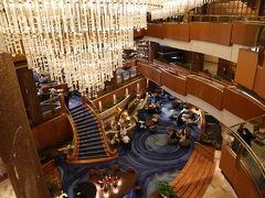 本日のお宿、 「横浜ベイシェラトンホテル&タワーズ」 朝食付き。チェックイン15:00~/アウト12:00。GO toとじゃらんクーポンのおかげで半額になりました。