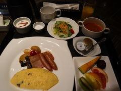 朝は二階のコンパスというレストランで7種類から選ぶスタイル。 私は定番なアメリカンブレックファーストを。