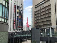 大阪・梅田『LINKS UMEDA』  2019年11月16日にオープンした『リンクス梅田』の写真。  隙間から観覧車が見えます。横だけど。