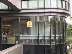 『グランフロント大阪』南館2F【THEODOR TeaStand】  2018年10月5日にオープンしたフランスの高級ティースタンド 【テオドー ティースタンド】の写真。  日本初出店を致しました!  ガラス張りのカフェスペースです。