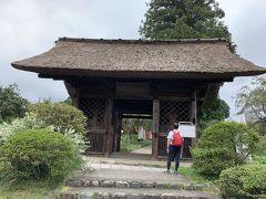 塩船観音寺の山門です。とても立派で感動しました。