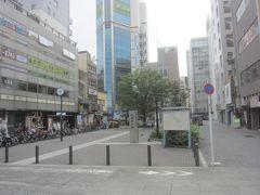 昭和通り口駅前の秋葉原公園を通り