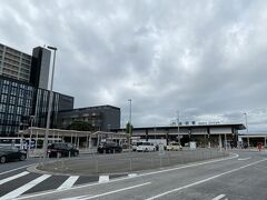 すぐそばにはJRの成田駅もありました。 こちらの方が作りが豪華でした。
