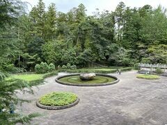 新勝寺には成田山公園という公園も併設されています。 昭和初期に完成した公園で、池、滝、茶室などがあります。