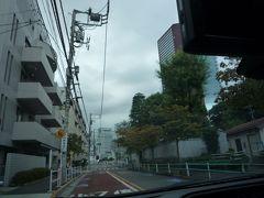 伊皿子坂を上がったところを左折し寺町です。 菩提寺はこの通りにあります。
