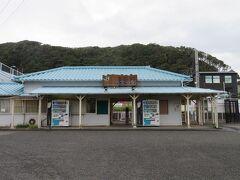 金谷港から歩いて7~8分で浜金谷駅に着きました。