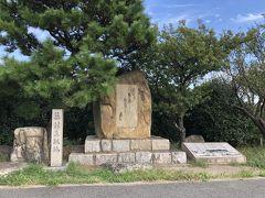 公園の先にある、淀川の土手には碑 があります。 新淀川開削で消えてしまった蕪村の故郷  春風や 堤長うして 家遠し