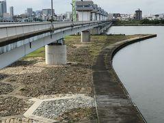 淀川最下流にあるダムの様な施設 放流することもあるそうな。。