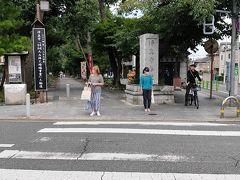 最初の訪問先は、東急大井町線の九品仏駅です。駅をおりると北に参道が見え場所は直ぐに判ります。