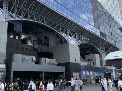 京都駅に到着。4連休の2日目の今日。空いていると言う感じはしない。とりあえず荷物を預けるためホテルへ向かう。自転車と迷ったが、今回の目的地周りには駐輪場が少なそうで、バスを選択。道は混んでいる様子。