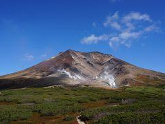 しばらくすると、旭岳の全景が見えてきました。 大雪山の主峰で、標高2291mで北海道の最高峰です。