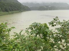 赤谷湖記念公園に来ました。しかしダム資料室は閉館中、雨も沢山降ってきました。