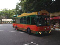 再びバスで市内へ。  時間もあまりないので、2つ先の「薩摩義士碑前」で下車。