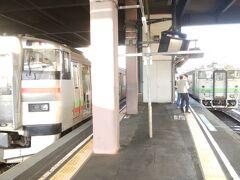 早朝、札幌駅に到着。「一日散歩きっぷ」を買って札沼線の電車に乗り、石狩当別駅で単行のディーゼルカー(キハ40形)に乗り換える。