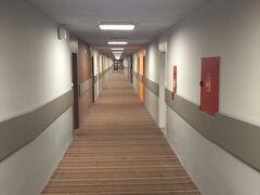 6:00起床 ホテルの廊下です。サッパリと。無駄なものはありません。機能的で、いいホテルです。